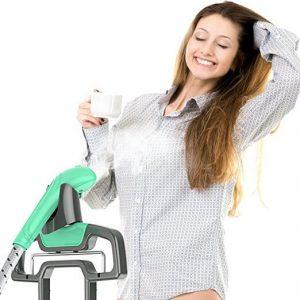 bàn ủi đứng có thể là quần áo khi đang treo