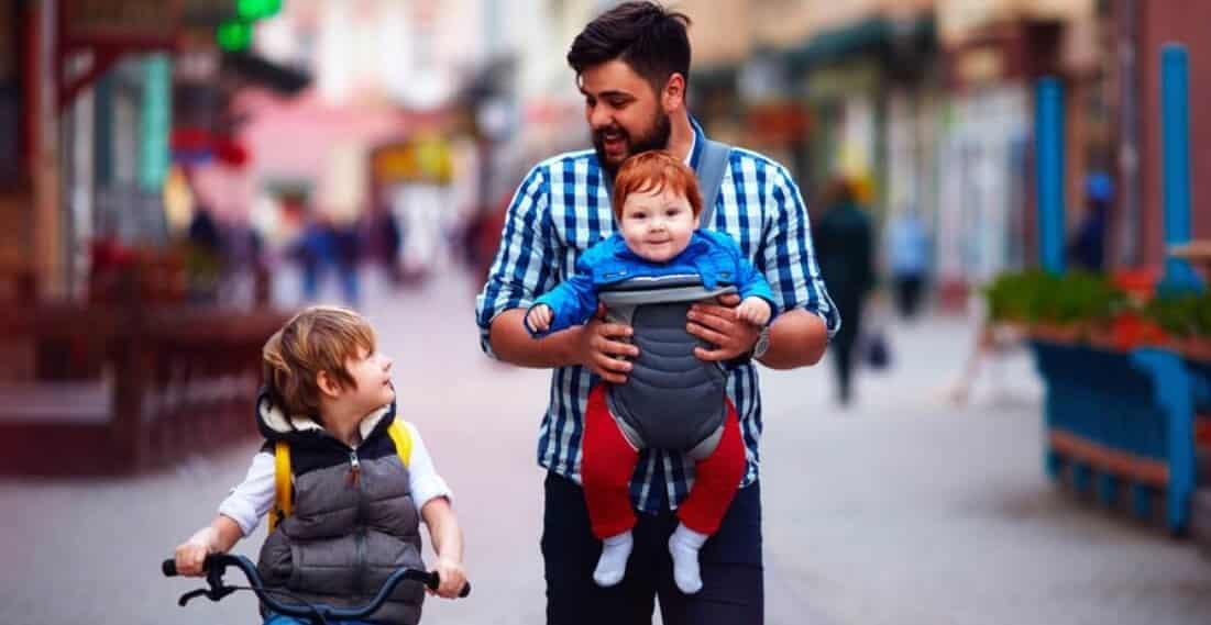 chọn địu dựa vào lứa tuổi em bé