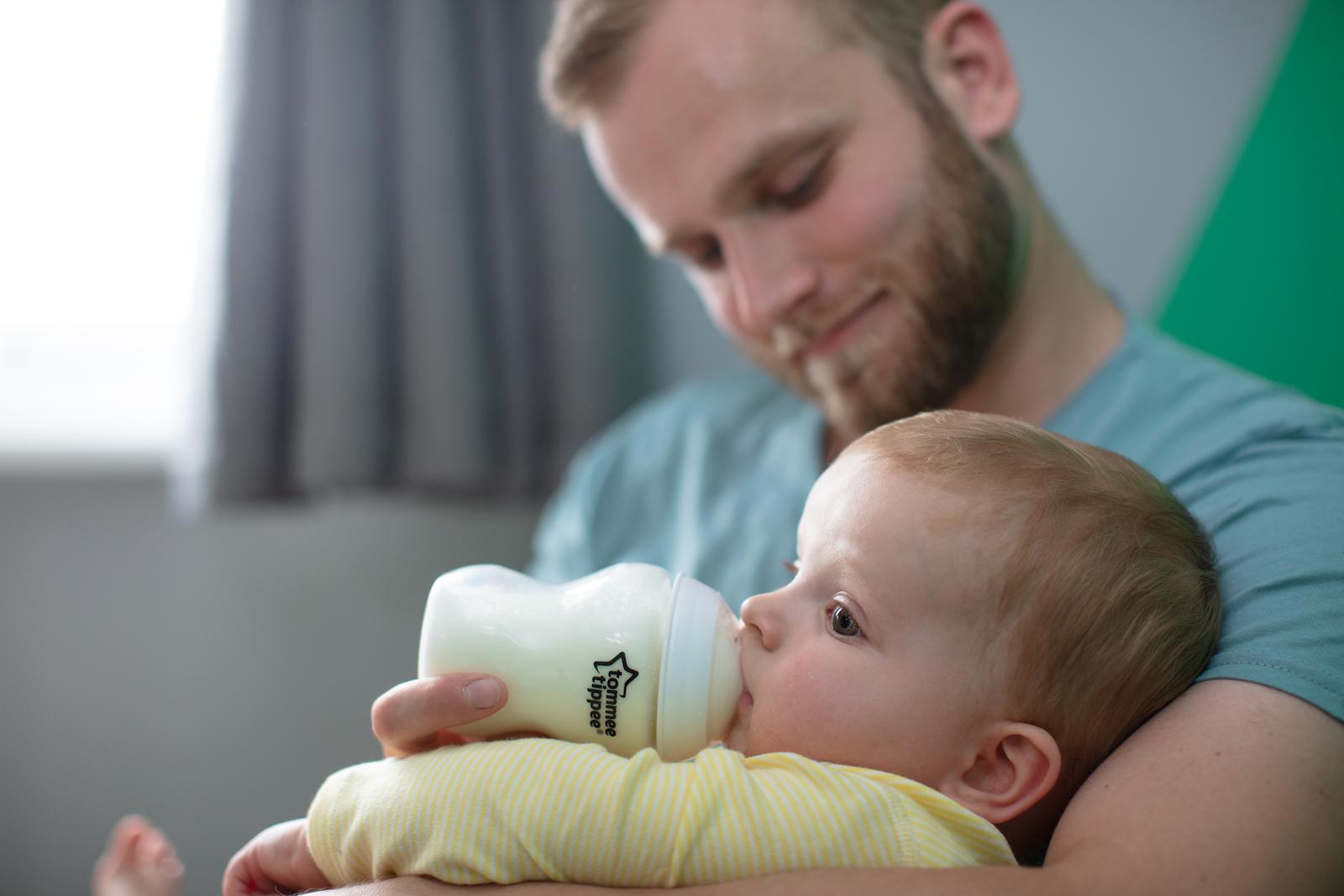 Tạo thói quen bú sữa cho bé