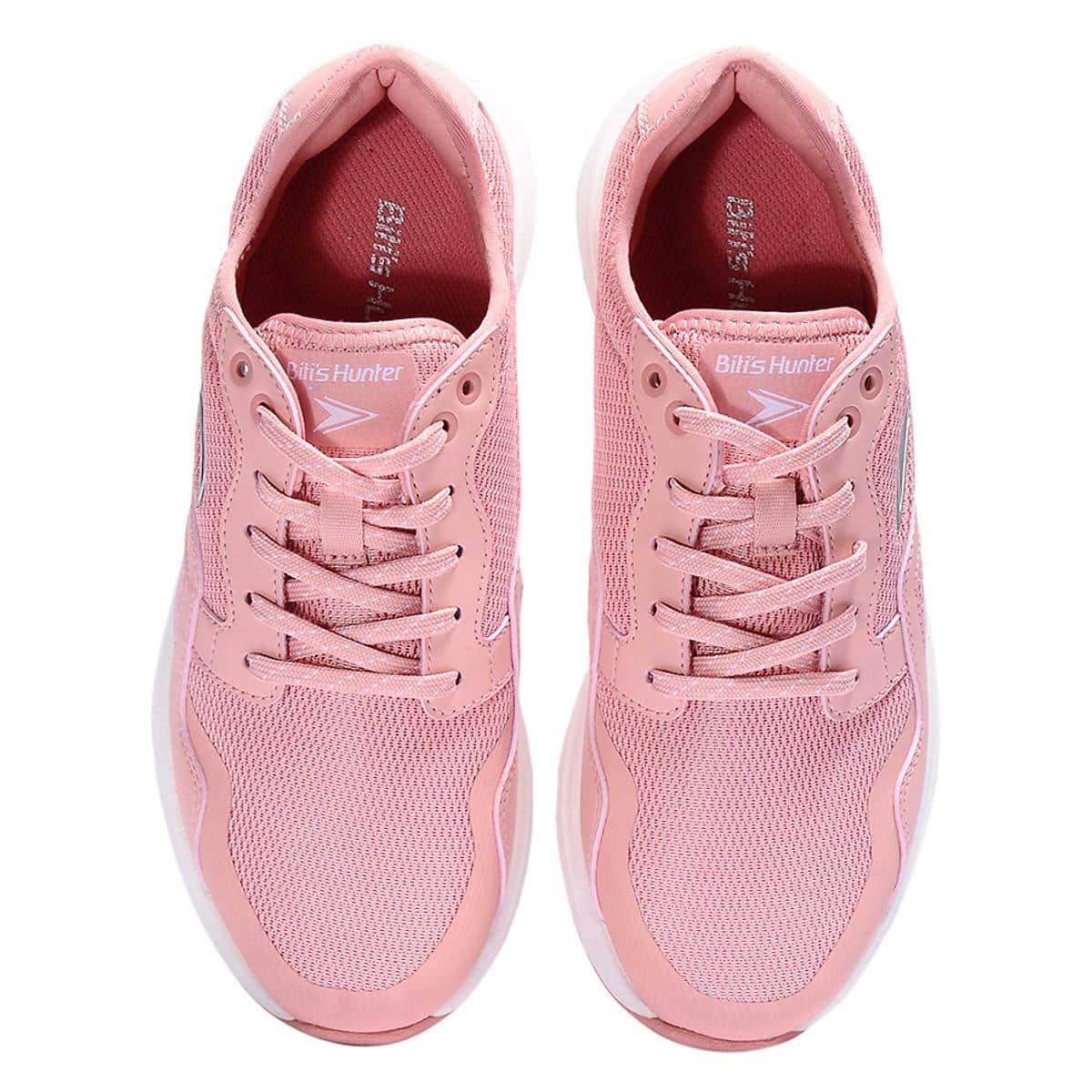 giày sneaker nữ là gì
