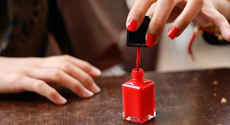 cách để chọn mua sơn móng tay tốt nhất