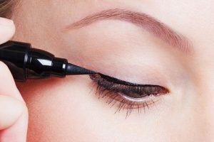 eyeliner theo màu sắc