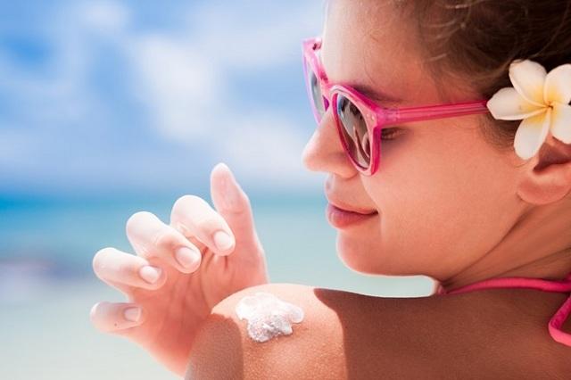 kem chống nắng của nhật khi đi bơi hoặc đi biển