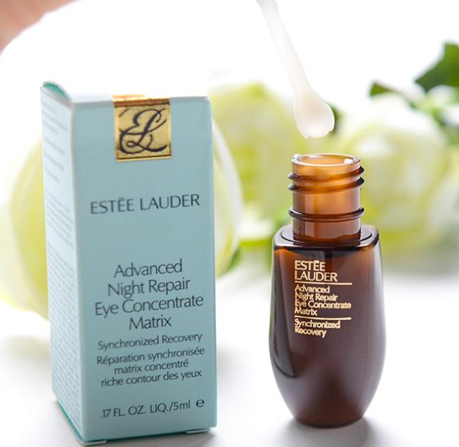 kết cấu và mùi hương serum estee lauder