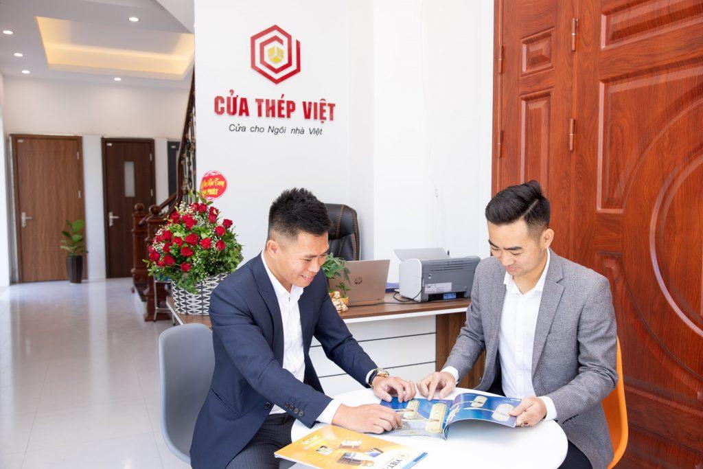 (Review) Lắp cửa thép vân gỗ tại Hà Nội ở đâu chính hãng (2021)
