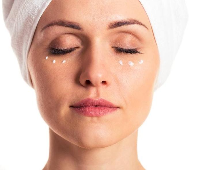 Kem dưỡng cho mắt vùng đốm sắc tố
