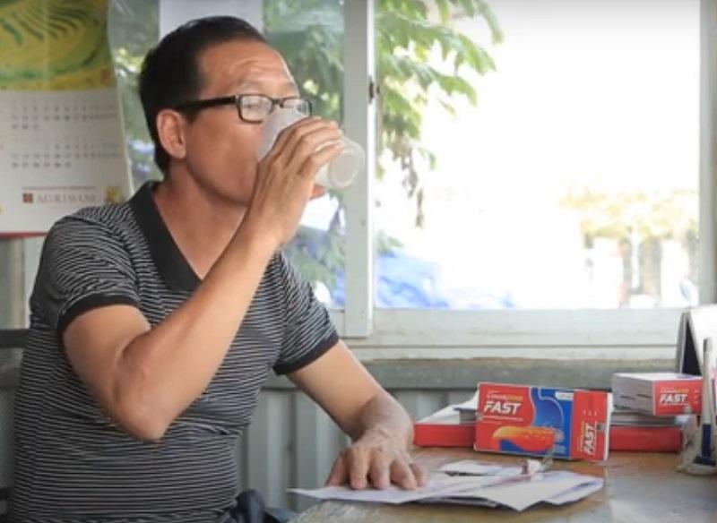 Chú Bùi Xuân Hưng vui mừng khi bệnh dạ dày đã thuyên giảm nhờ uống Cumargold Fast
