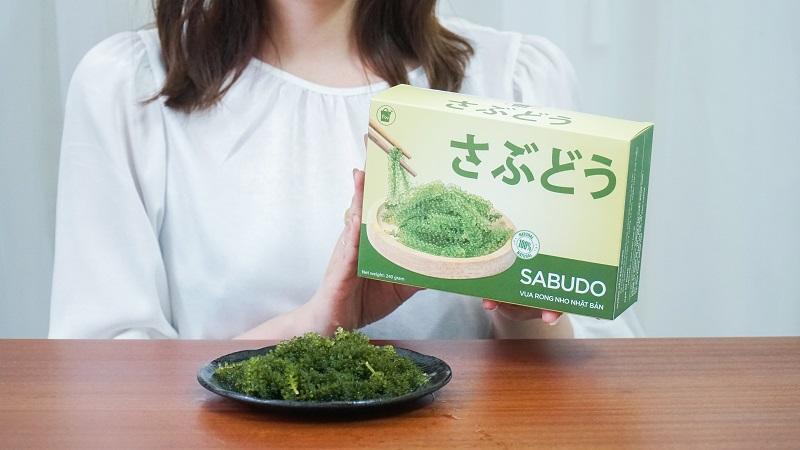 Rong nho biển Sabudo được đóng gói trong hộp với thiết kế đẹp mắt, đảm bảo vệ sinh