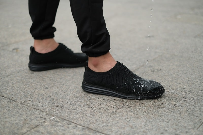 Sử dụng giày cà phê SHOEX an tâm không lo bị thấm nước