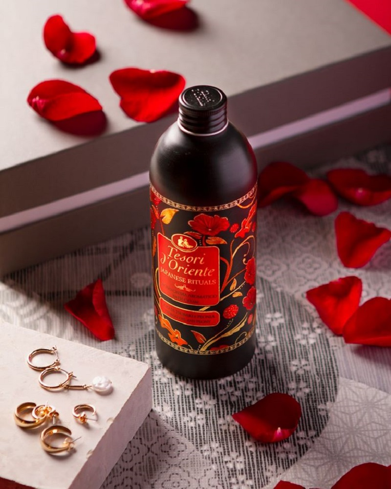 Sữa tắm hương hoa trà đỏ Nhật Bản với mù hương thơm mát, dễ chịu